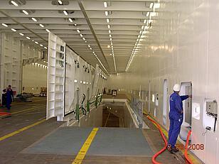 RoRo-Schiff: Schließen einer Zwischendeckklappe